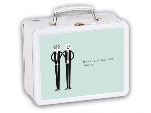 Hochzeitskoffer mit Motiv Bräutigam & Bräutigam in hellblau mit Namen und Daten